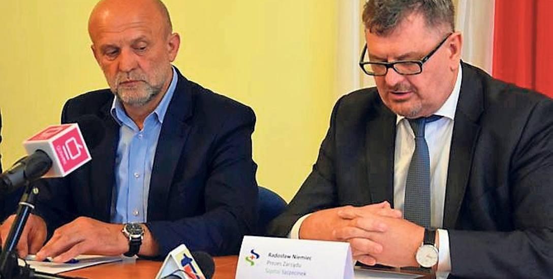 Starosta szczecinecki Krzysztof Lis (z lewej) i prezes szpitala Radosław Niemiec liczą na pozytywny finał rozmów