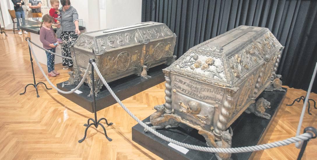 Otwarcie 40 lat temu barokowych sarkofagów książąt pomorskich ukazało pracownikom muzeum nie tylko szczątki, ale i elementy strojów i kosztowności, w