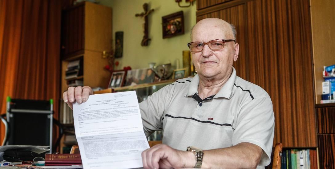Marian Jandziś z Dynowa pokazuje protokół ukraińskich celników, według którego jest przestępcą, grozi mu kara finansowa, egzekucja należności celnych