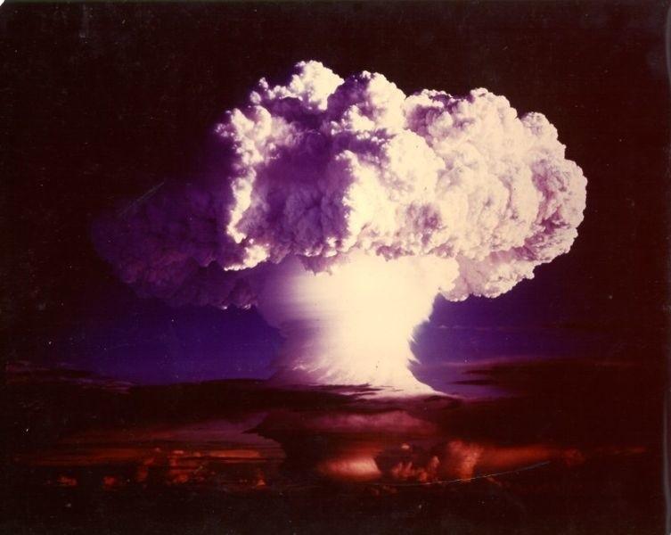 Grzyb atomowy powstały w wyniku eksplozji Ivy Mike.