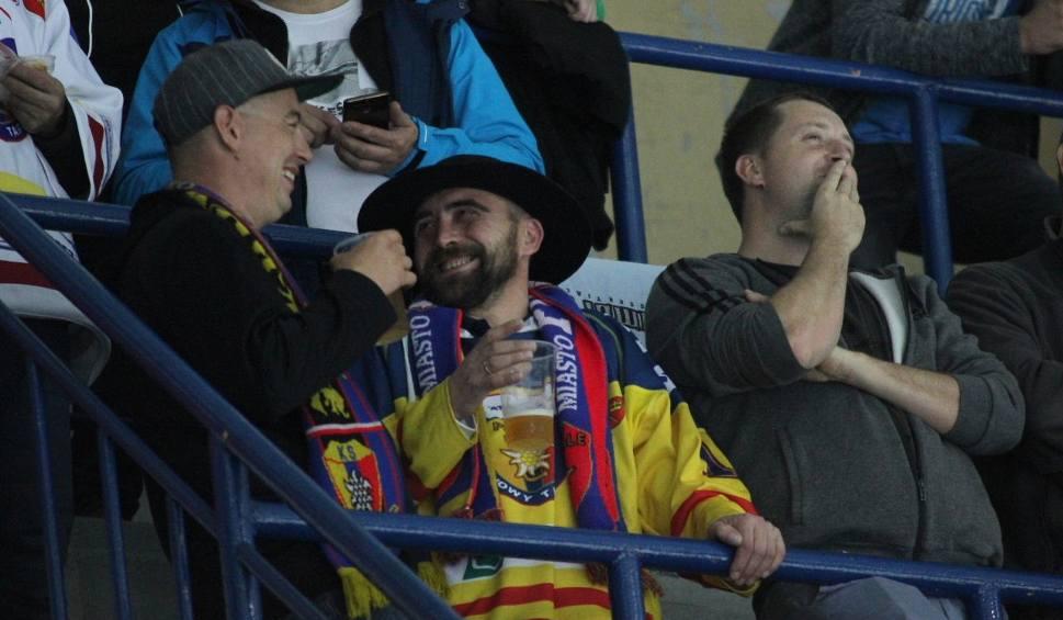 Film do artykułu: Podhale Nowy Targ- GKS Tychy. KIBICE na meczu hokejowej ekstraklasy w Nowym Targu [ZDJĘCIA]