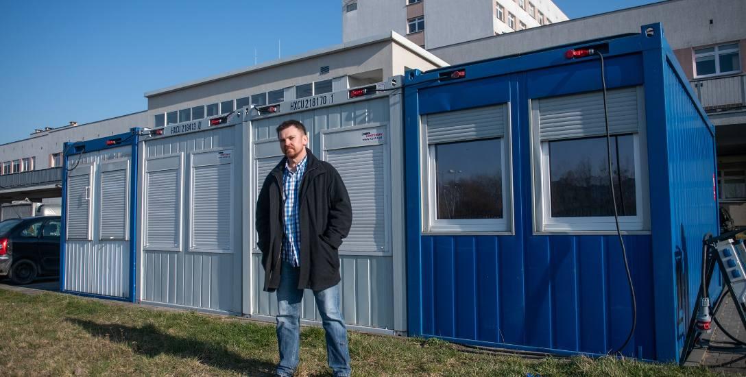 Doktor Jacek Górny, szef Szpitalnego Oddziału Ratunkowego w miejskim szpitalu im. Józefa Strusia przy ul. Szwajcarskiej (dziś to szpital zakaźny), a