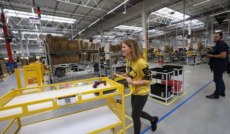Film do artykułu: Amazon koło Łodzi już otwarty. Amazon w Pawlikowicach szuka pracowników. Ile można zarobić w Amazonie? Warunki pracy w Amazonie 18.11.19