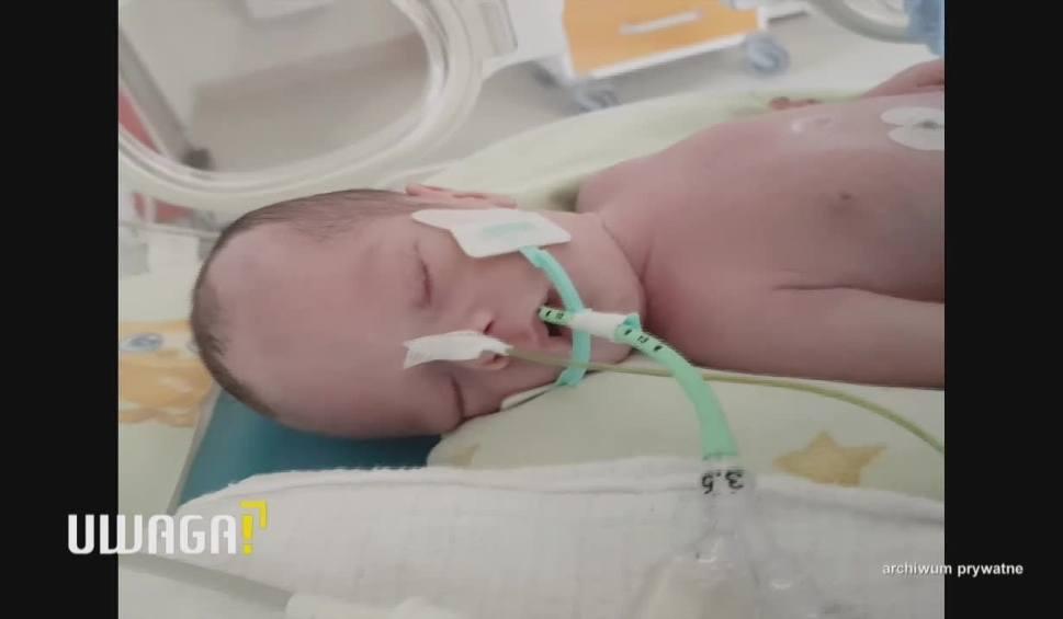 """Film do artykułu: UWAGA! TVN Siedlce: Śmierć po porodzie, rodzice winą obarczają szpital. Dyrektor: """"Los tego dziecka oparł się o 20 zł"""""""