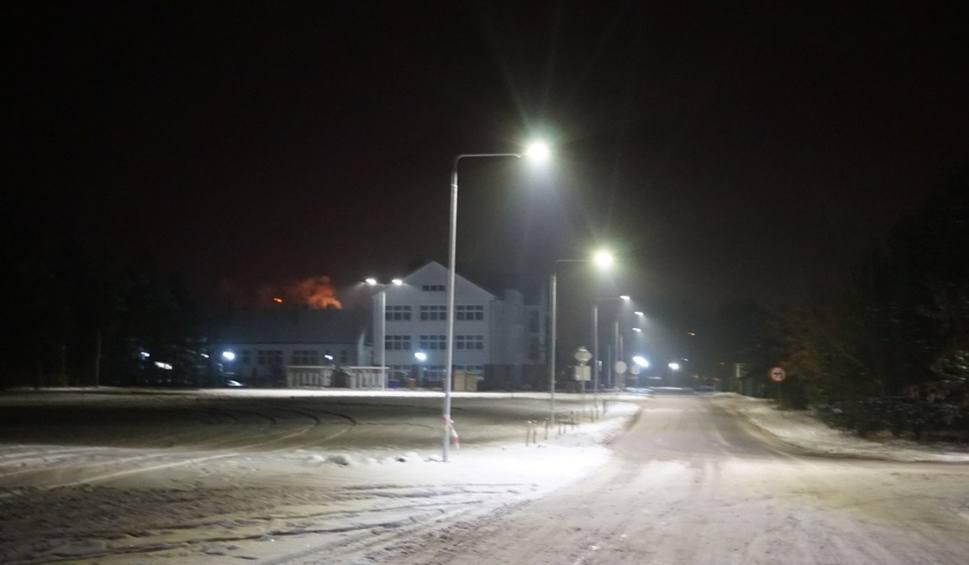 Film do artykułu: Nowoczesne lampy oświetliły drogę w Skaryszewie