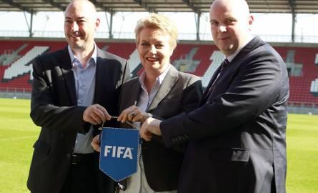 Prezydent Hanna Zdanowska i działacze: Jaime Yarza z FIFA oraz Marek Doliński z PZPN