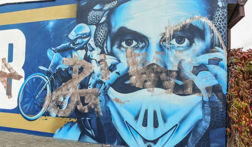 Film do artykułu: Wandale już zniszczyli mural Tomasza Golloba w Bydgoszczy [zdjęcia]