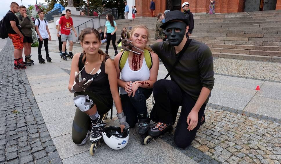 Film do artykułu: Nightskating Białystok. Rolkarze nie przestraszyli się burzy (zdjęcia, wideo)