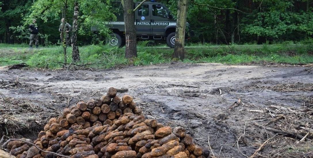 Ponad tysiąc niewypałów znaleziono w zeszłym tygodniu przy drodze między Sławięcicami (osiedle Kędzierzyna-Koźla) a Starą Kuźnią (gmina Bierawa).