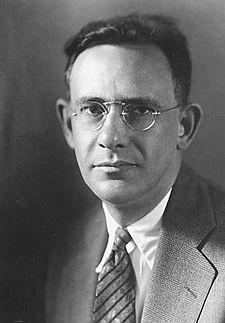Edward Sapir (ur. 26 stycznia 1884 w Lęborku - zm. 4 lutego 1939 w New Haven) - językoznawca i antropolog, również krytyk literacki, muzyczny, poeta
