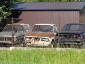 W Rąbieniu, Niesięcinie i na obrzeżach Łodzi można obejrzeć kolekcję... samochodowych wraków.