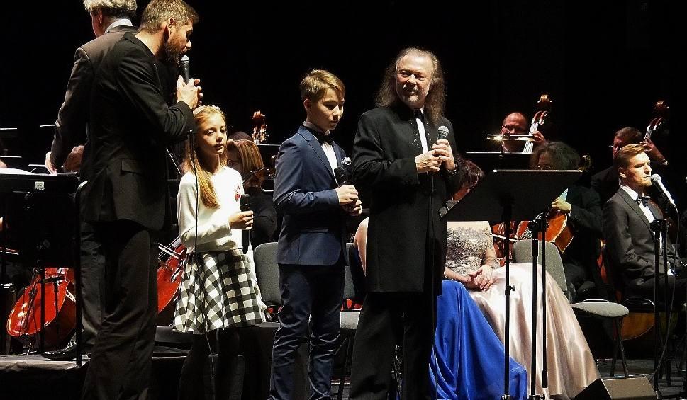 """Film do artykułu: OiFP. Włodek Pawlik Trio, chór i orkiestra wykonały kantatę """"Myśląc Ojczyzna"""" (zdjęcia, wideo)"""