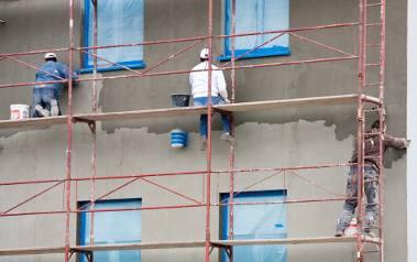 Od lat najbardziej niebezpieczna jest praca w budownictwie. Często to wina samych pracowników, którzy nie zakładają kasków ochronnych i nie zapinają