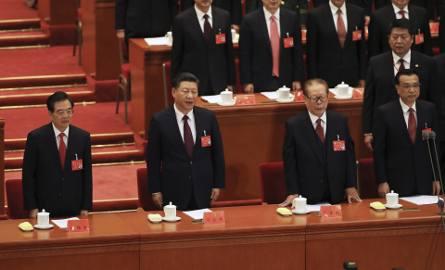 Były chiński prezydent prezydent Hu Jintao, prezydent Xi Jinping, b yły prezydent Jang Zemin i premier Li Keqiang na kongresie Komunistycznej Partii