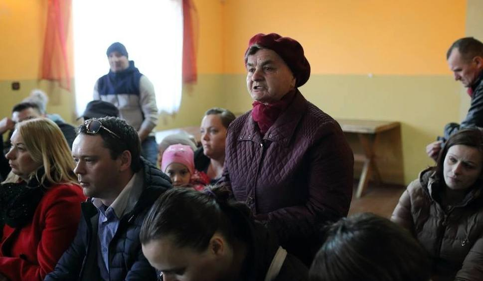 """Film do artykułu: Protest w obronie gimnazjum w Tomawie: """"Edukacja nie na sprzedaż"""""""