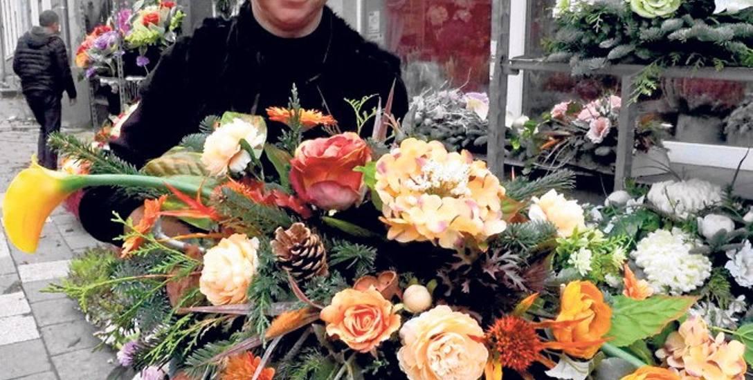 Najpiękniejsze stroiki kupimy w kwiaciarniach, jak np. w kwiaciarni przy ul. Młyńskiej w Koszalinie