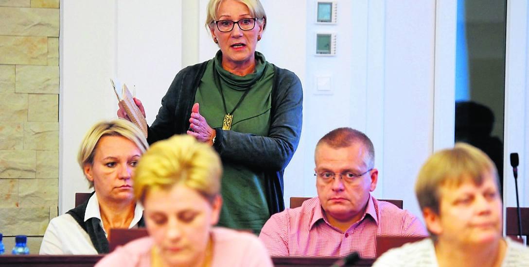 Na sesji rady miasta Ustka uchwalono stanowisko w sprawie planowanej budowie fabryki mączki rybnej w Duninowie. Radna gminy Danuta Kaleta podejmuje w