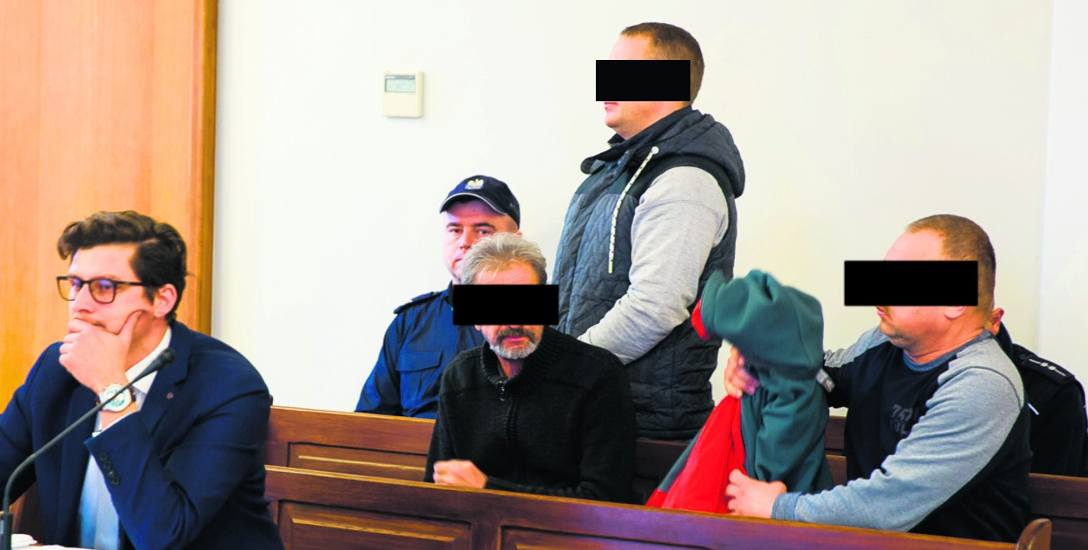 Oskarżonym grozi 12 lat więzienia. W czwartek nie chcieli składać wyjaśnień. 2 grudnia sąd przesłucha pokrzywdzonych.