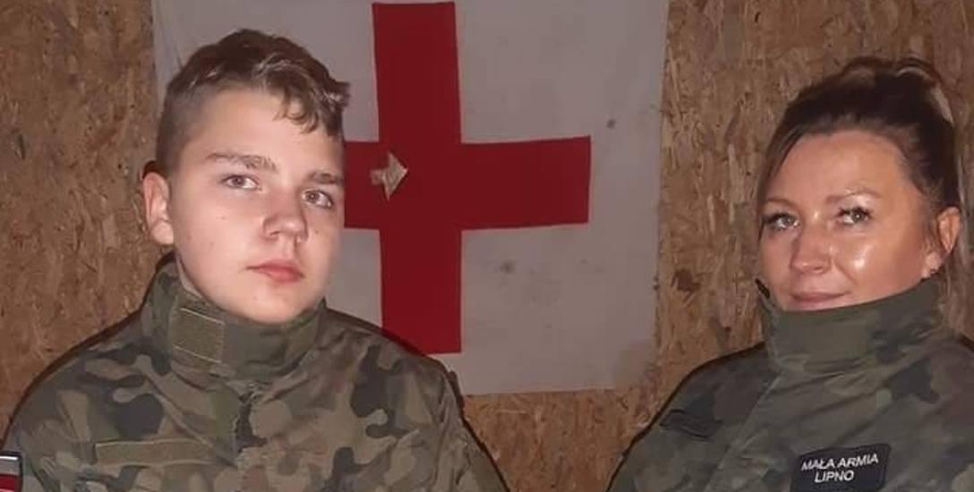 Mama Olka nosi mundur. Z nią nie ma mowy o nudzie. Militaria to również terapia