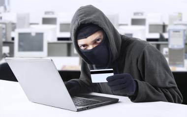 Chodzi o kradzieże z rachunku bankowego dostępnego przez internet czy obciążenia konta karty