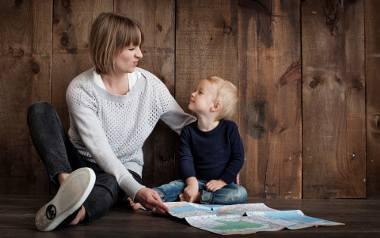 500 plus nie trafi do rodziców samotnie wychowujących dzieci? Co na to Ministerstwo Pracy?