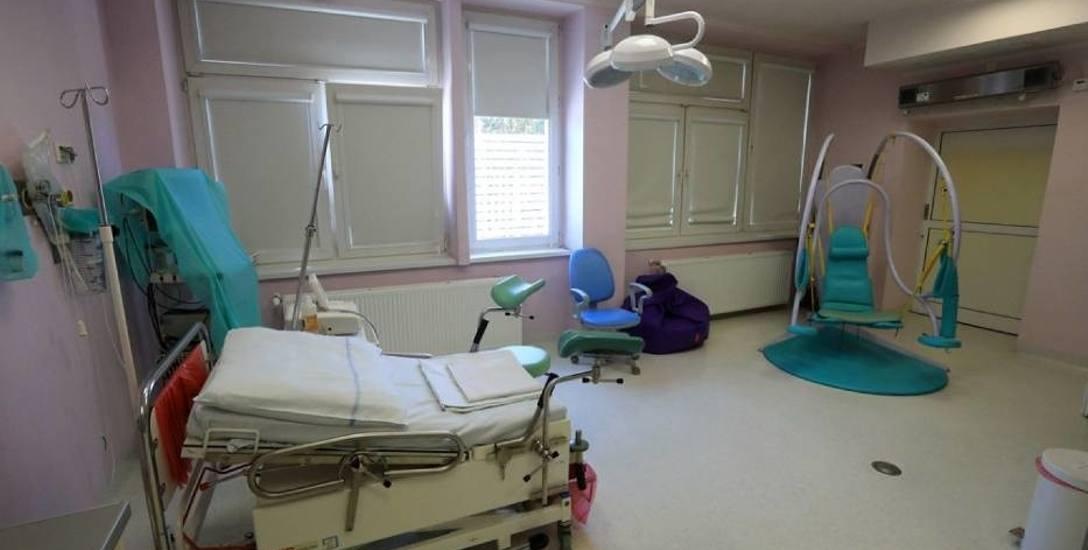 Jedna z sal toruńskiej porodówki. Na oddziale średnio rodzi 8 kobiet na dobę. Trudno o kameralne warunki