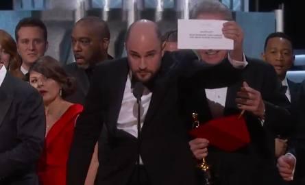 """Pomyłka przy rozdaniu Oscarów 2017. Najlepszym filmem """"Moonlight"""", a nie """"La La Land"""""""