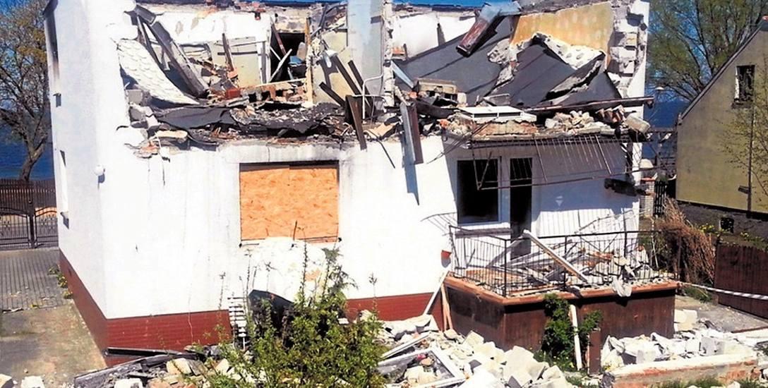 Państwo T. twierdzą, że dom stracili po pożyczce w wysokości 17,5 tys. zł. Gdy się wyprowadzili, budynek zniszczył pożar wywołany przez podpalacza, który