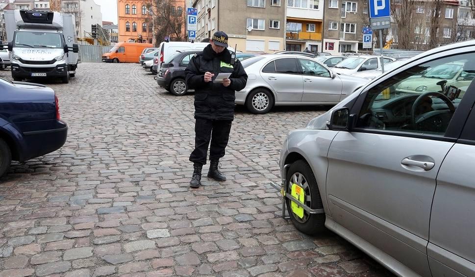 Film do artykułu: Straż miejska w styczniu założyła ponad dwa razy więcej blokad niż rok temu