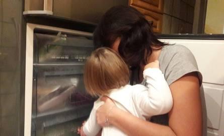 Łodzianka przeżyła chwilę grozy widząc duszącego się i siniejącego  na jej rękach synka.