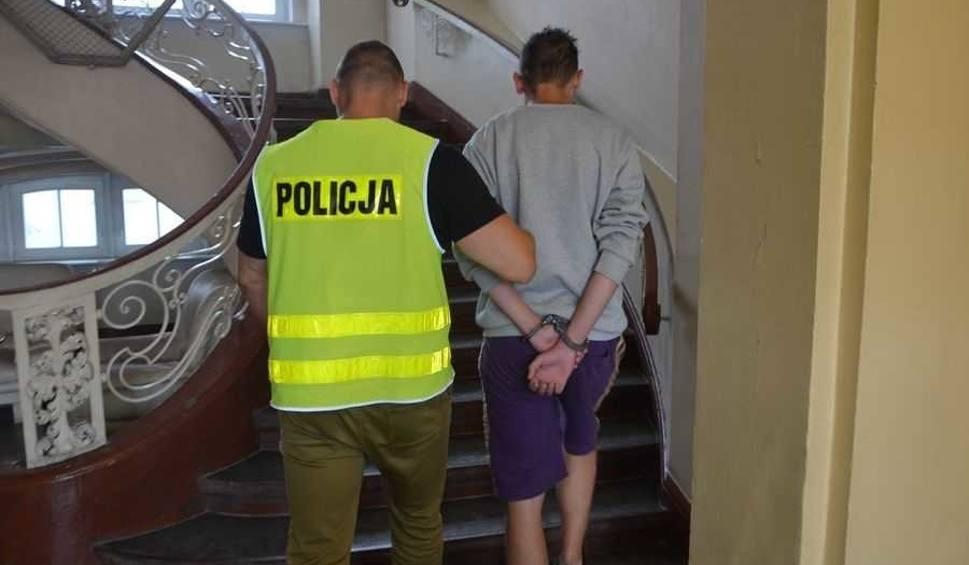 Film do artykułu: 18-latek z Gdańska próbował zrealizować fałszywą receptę na leki psychotropowe. W domu miał więcej podrobionych recept [wideo,zdjęcia]
