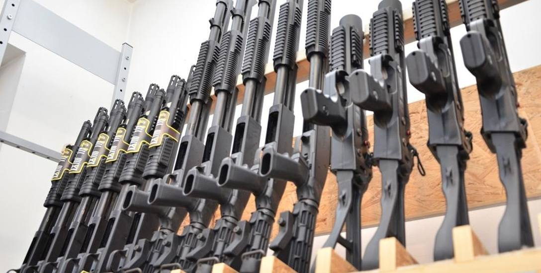 Chodzi o doprowadzenie do zmniejszenia siły rażenia broni, której używają więziennicy