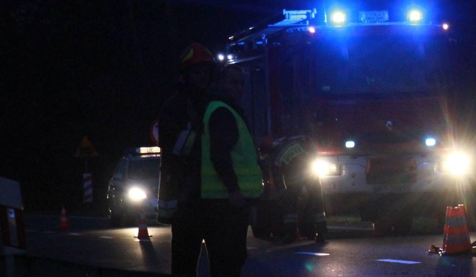 Film do artykułu: Iwaniska. Zginął pieszy potrącony przez dwa auta