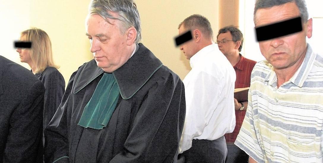"""Zdzisław Moszczyński (z prawej) powinien trafić do więzienia. """"Opaskę"""" na oczy założyliśmy mu jeszcze przed prawomocnym wyrokiem"""