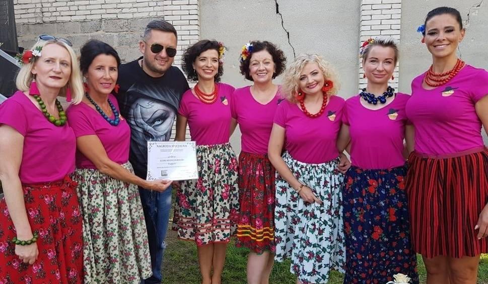 Film do artykułu: Przegląd Zespołów Śpiewaczych w Niegosławicach. Na scenie... modne babeczki [WIDEO, ZDJĘCIA]
