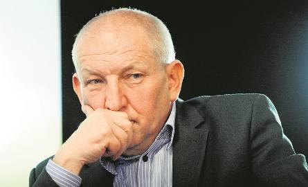 Ryszard Florek to znany sądecki przedsiębiorca. Na produkcji okien zbił majątek. W 1977 roku po raz pierwszy zainteresowały się nim służby specjalne