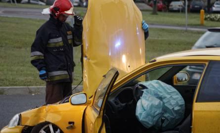 Kierowca Hondy uderzył w słup na ul. Krochmalnej (ZDJĘCIA)