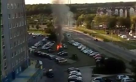 Na Kozanowie spłonęło auto [FILM]
