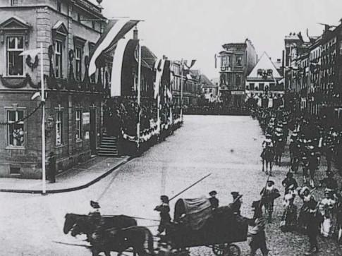 W 1900 roku hucznie obchodzono Winobranie. Ustalono, że minęło właśnie 750 lat od powstania pierwszej winnicy w Zielonej Górze.
