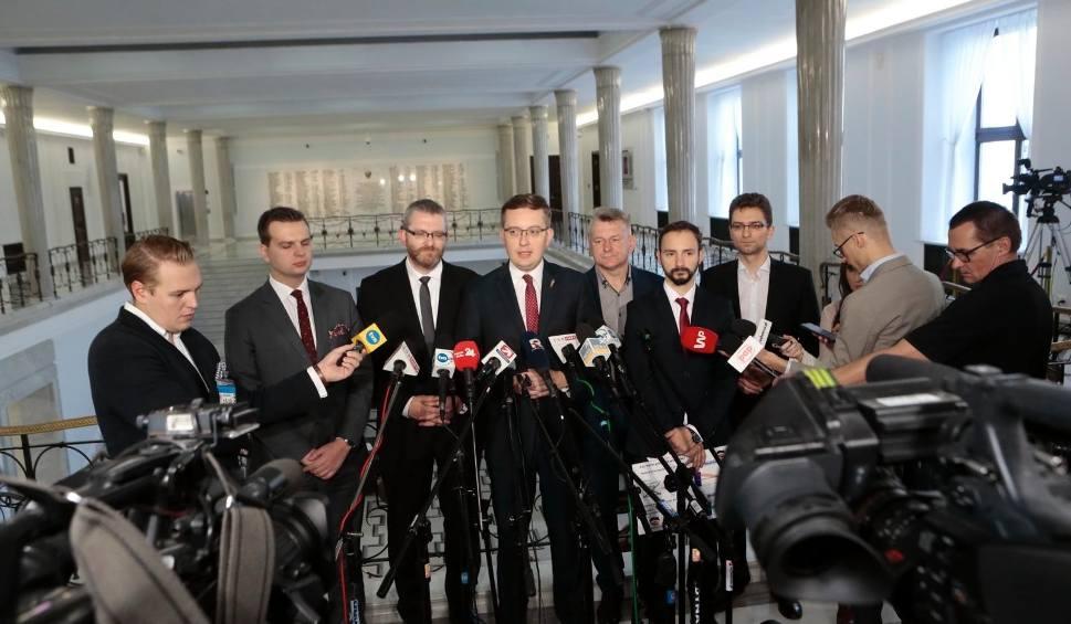 Film do artykułu: Wybory parlamentarne 2019: Konfederacja chce unieważnienia głosowania. Chodzi o sondaż w TVP