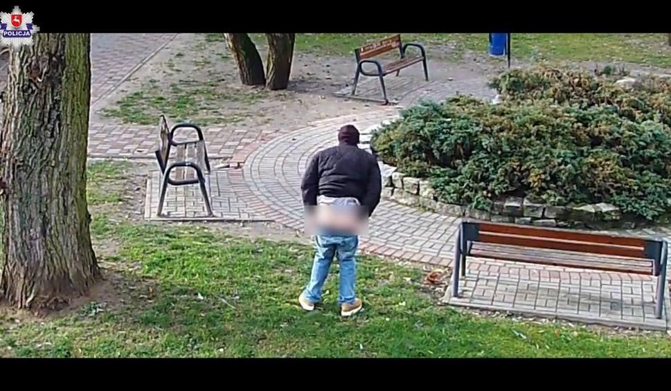 """Film do artykułu: Nietypowy """"gwiazdor"""" w Krasnymstawie. Pokazał pośladki przed kamerą monitoringu"""