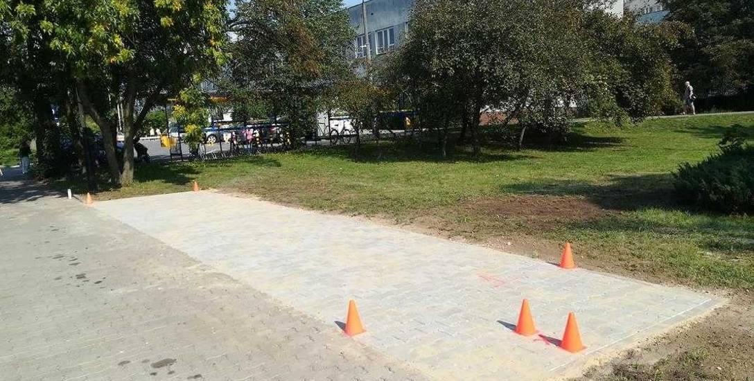Szykują teren pod stacje rowerów miejskich, które jesienią będą w Pabianicach