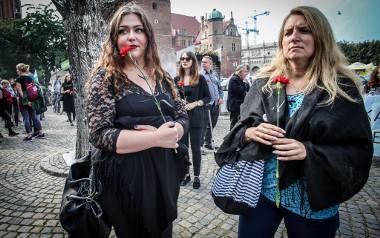 We wrześniu przeciwnicy zaostrzenia prawa aborcyjnego pikietowali m.in. w Gdańsku. Większość uczestników, którzy mieli na sobie czarne ubrania, niosła