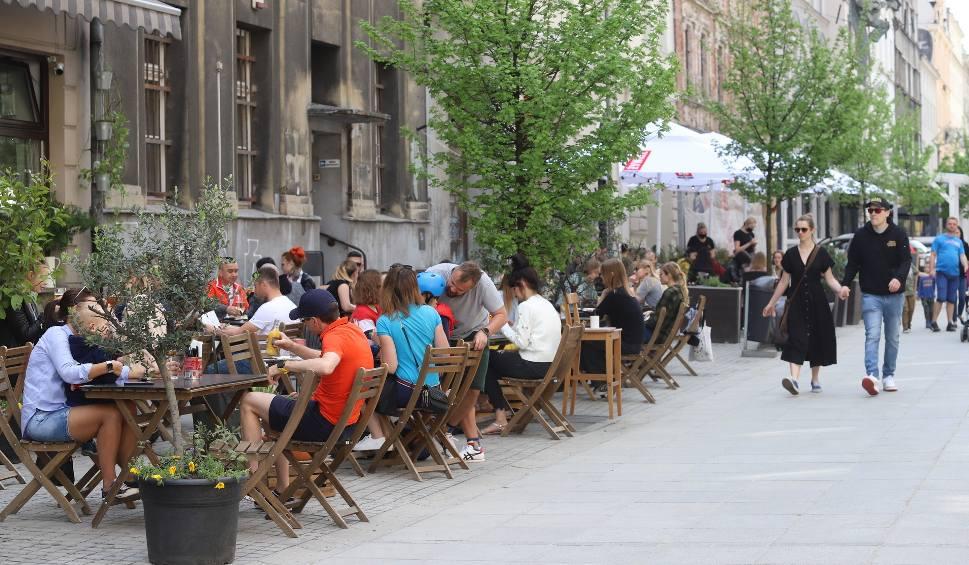 Film do artykułu: Katowice. Ogródki gastronomiczne: pierwszy dzień otwarcia. Mariacka, Sztauwajery i Woda Beach Bar w Dolinie Trzech Stawów
