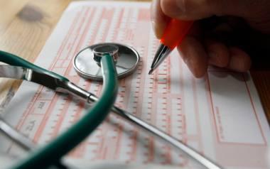 I choć urzędnicy z ZUS zapewniają  że e-zwolnienia  mają same zalety, lekarze są przekonani, że przerzucanie na nich kolejnej czynności administracyjnej