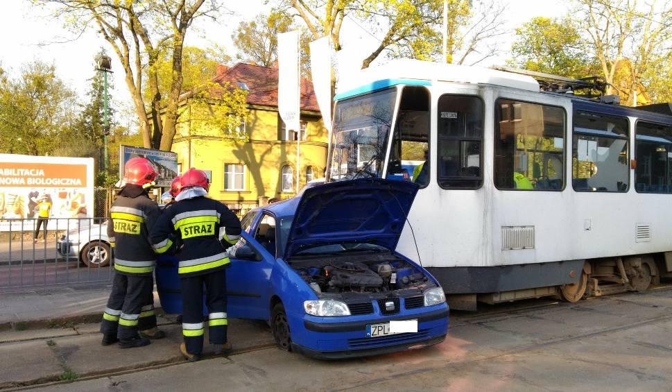 Film do artykułu: Wypadek przy Lodogryfie. Tramwaj zderzył się z samochodem