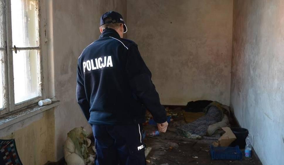 Film do artykułu: Dzielnicowi z Krosna Odrzańskiego uratowali mężczyznę przed zamarznięciem