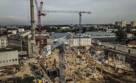 Na parkingu galerii Focus Mall trwają prace budowlane