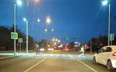 Smugą światła w zebrę. I kierowcy widzą pieszych jak na dłoni. To jest rewelacja!