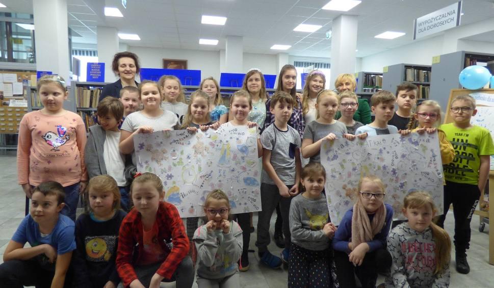 Film do artykułu: Biblioteka w Opatowie włączyła się w obchody Światowego Dnia Autyzmu! [ZDJĘCIA]